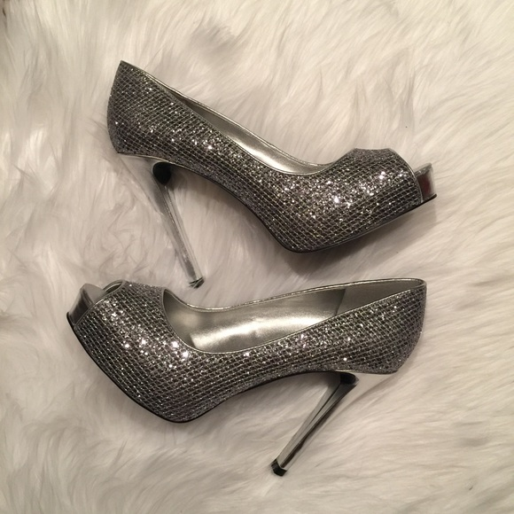 a958b6f4593 Guess Shoes - Guess Silver Sparkly Platform Pumps