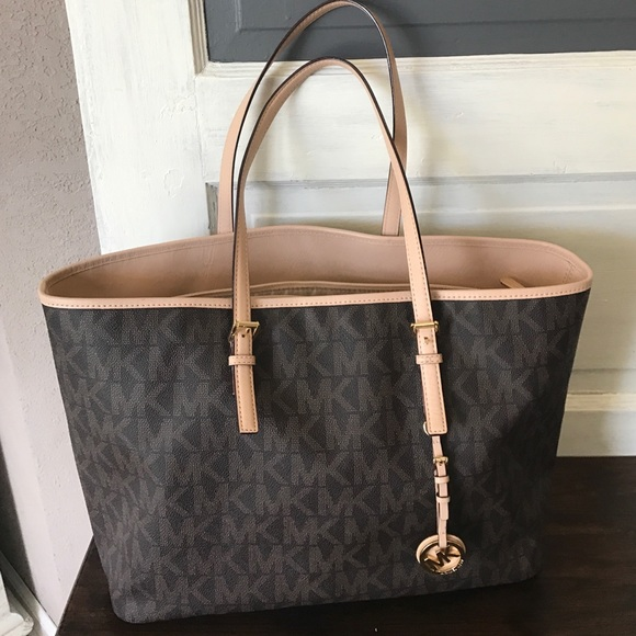 a9fb446dd705 MICHAEL KORS Jet Set Travel Signature Tote BROWN. M_588e49ba8f0fc47bff079270