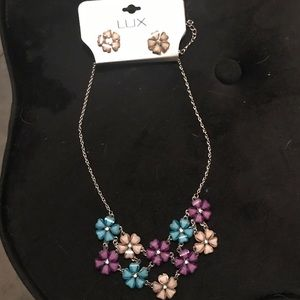 Jewelry - Flower necklace with earrings