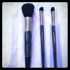 Elizabeth Arden Other - NEW makeup brush set!