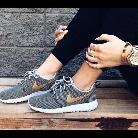 promo code da433 cff41 Nike Roshe One Women's 8.5