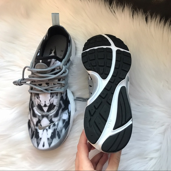 5d95c4b6f4eb Nike Air Presto Print Sneakers. NWT. Nike. M 588e573a9c6fcf2a5507da43.  M 588e573c9818290017018070. M 588e573d5c12f862ae018194.  M 588e573fbf6df5563c01822d