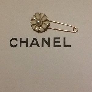 none Jewelry - CHANEL style inspired brooch flower pearl