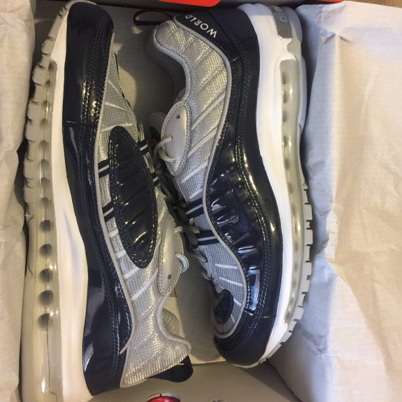 best loved 3783e ae923 Dead Stock AIR MAX 98 Supreme. M 588e6176620ff7cbb0080e60