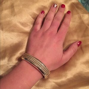 Jewelry - Brilliant sliver clasp bangle