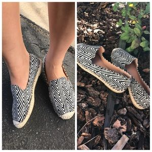 Shoes - ❗️priced to move❗️Zig zag Chevron espadrille shoes