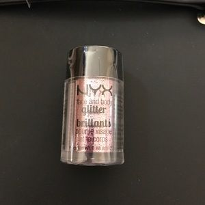 NYX Makeup - NYX face and body glitter