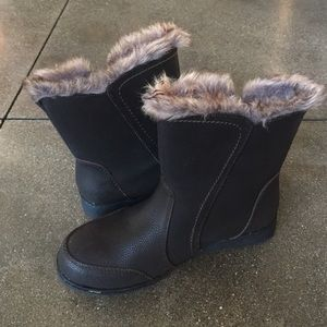 Northside Shoes - Woman's Northside waterproof boots