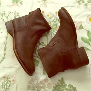 GAP Shoes - GAP Leather Zipped Booties