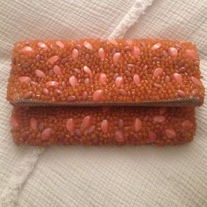 Beaded shell clutch