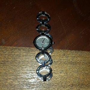 🆕️ Avon Silvertone Circle Watch-needs battery