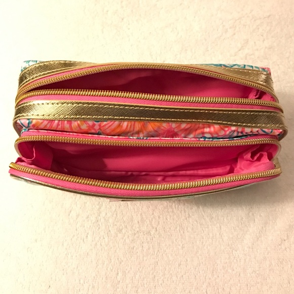 Lilly Pulitzer Bags - Lilly Pulitzer cosmetic bag - brand new!