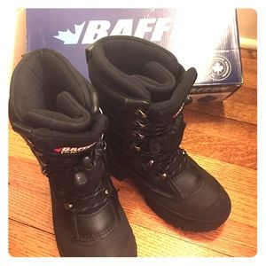Baffin Other - Boys Baffin Snow Boots. Size 4 Youth..