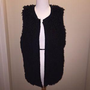 love on a hanger Jackets & Blazers - Love On A Hanger Faux Fur Vest - L