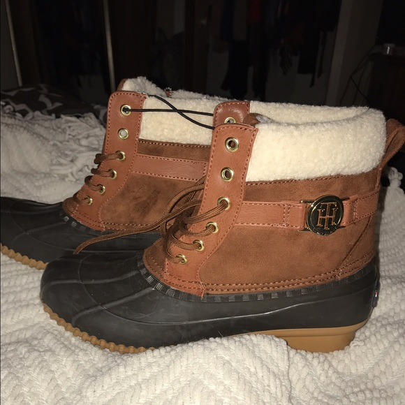97e1720b82928 Brand new Tommy Hilfiger duck boots sperry. M 588eacffd14d7bf2df093f11