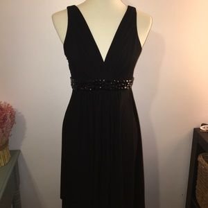 Gorgeous black cocktail dress w V neck and beading