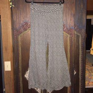 American Rag Pants - Awesome comfy gaucho flare leg pants American Rag
