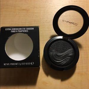 MAC in extra dimension eyeshadow