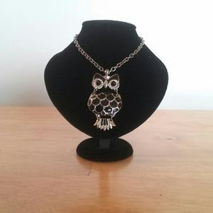 Jewelry - Large Owl Necklace Silvertone and Enamel