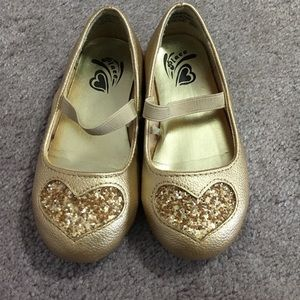 Children's Place Other - Girls dressy gold shoes