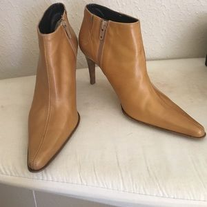 Kenneth Cole bootie - Size 6
