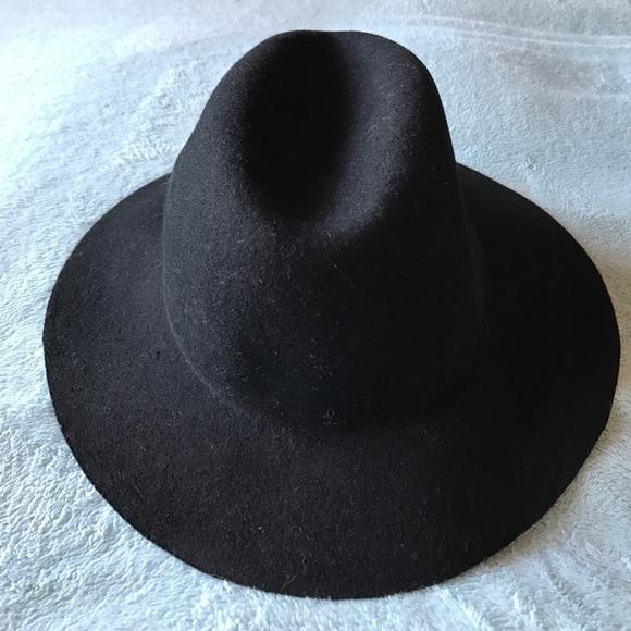 Felt Black Hat. M 589cc1ac713fde83bc01260a 93c518f3aa46