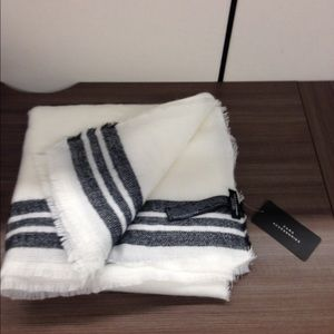 Zara blanket scarf /shawl white and black.  NWT