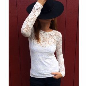 Atid Clothing Tops - 🎉 2 SMALL LEFT!! 🎊 WHITE LACE TOP