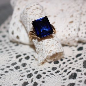 Jewelry - Beautiful Vintage Blue Stone Ring size 6