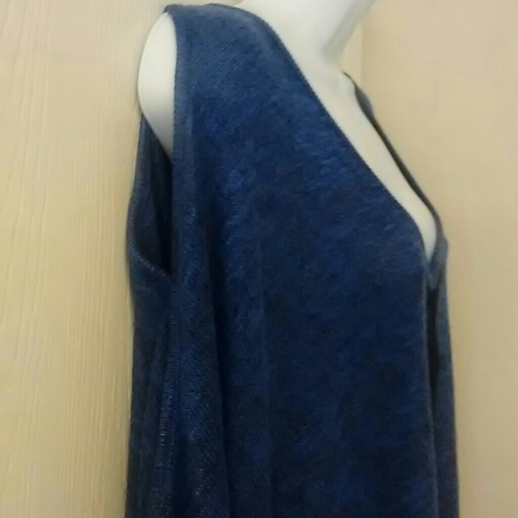 Jessica Simpson Sweaters - Jessica Simpson lightweight Cold shoulder sweater