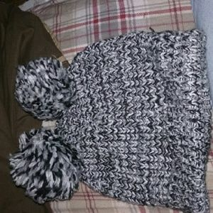 Hollister Accessories - Black and white Hollister beanie