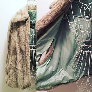 Authentic Original Vintage Style Jackets & Blazers - 🦄HP🦄Faux Fur Coat / Cape