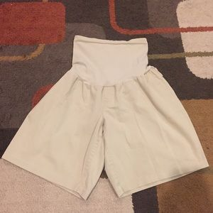 Motherhood Pants - Women's khaki Motherhood shorts