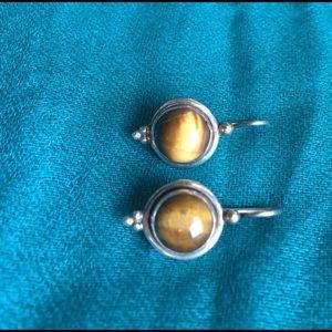 Cats eye silver earrings