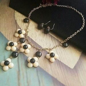 Ami Jewelry - AMI BLACK & WHITE FLOWER NECKLACE
