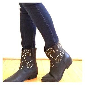 Wild Diva Shoes - Black Western booties with blunt studs