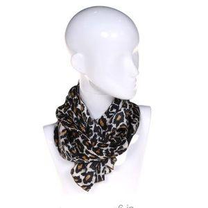 🎉HP🎉 Woman's animal print scarf. Cheetah
