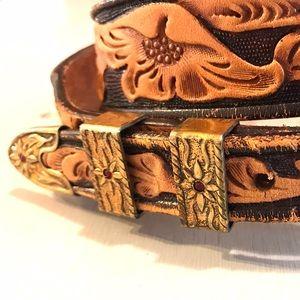 Vintage Accessories - Beautiful Vintage Etched Leather Belt