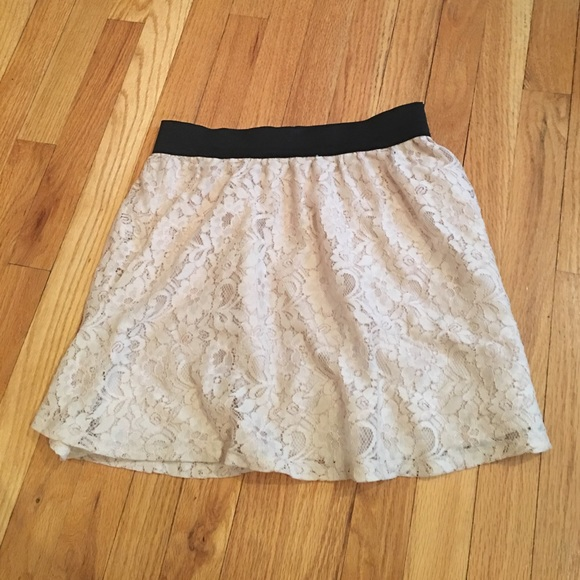 Dresses & Skirts - High waisted lace floral skirt