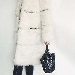 Handbags - ✨HP✨Tegan Black Vegan Leather Bucket Bag