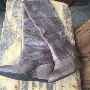 Tall wedge leather bolots