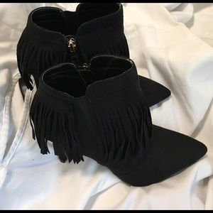 glaze Shoes - ✨Black  Sz.6 fringe ankle booties✨