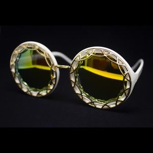 Quay Australia Accessories - White & Gold Oversized Ornate Round Sunglasses 💛✨