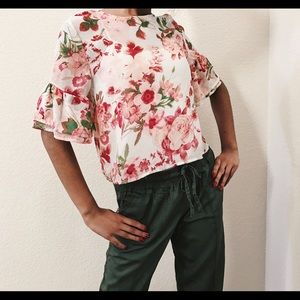 Tops - Flowy Floral Bell Bottom Sleeves Blouse