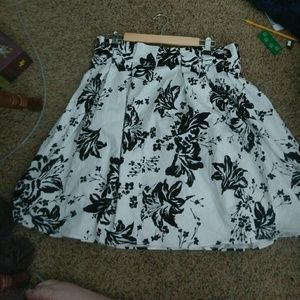 Head Over Heels Dresses & Skirts - Super Cute White And? Black Skirt
