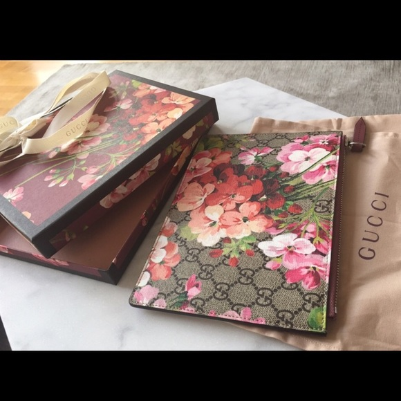 23e7de933d47 Gucci Bags | Beautiful Bloom Pouch Clutch | Poshmark