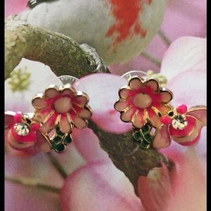 Jewelry - Pink And White Flower Bee Earrings