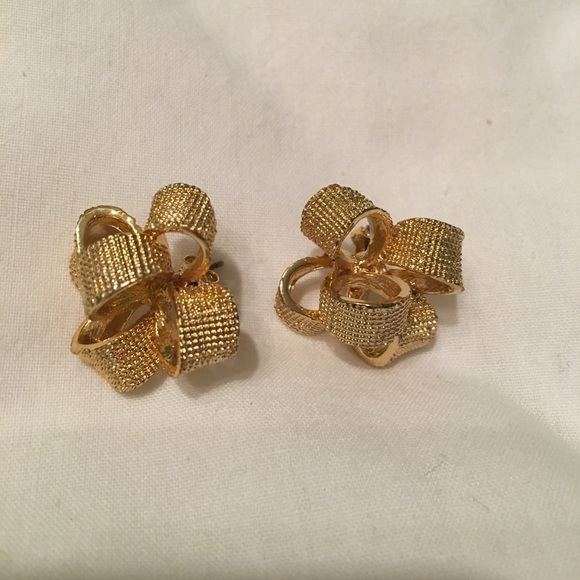 Lilly Pulitzer Jewelry - Lilly Pulitzer Gold Earrings