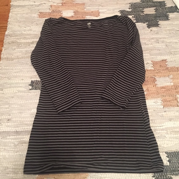 H&M Tops - Flash Sale! Black & Gray Striped Tee
