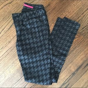 Tinseltown Pants - 4 for $20 Tinseltown houndstooth print skinny
